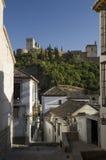 Alhambra y calle vieja de Granada Fotos de archivo libres de regalías