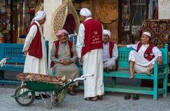 Alhmalah furtiany w liczą wałkonią się waistcoats cieszy się czas wolnego w Doha, Katar zdjęcia royalty free