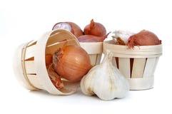 Alho, cebolas e chalotas Foto de Stock