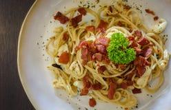 Alho do pimentão do bacon dos espaguetes imagem de stock royalty free