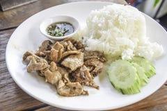 Alho fritado carne de porco com arroz imagens de stock royalty free
