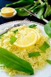 Alho-porro selvagem com arroz basmati e limão do açafrão Imagem de Stock