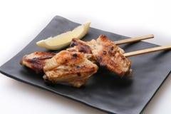 Ali di pollo arrostite saporite con calce fotografie stock libere da diritti