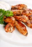 Ali di pollo con salsa Immagini Stock