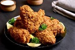 Ali di pollo croccanti Immagini Stock Libere da Diritti