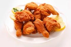Ali di pollo fritte nel grasso bollente Immagini Stock Libere da Diritti