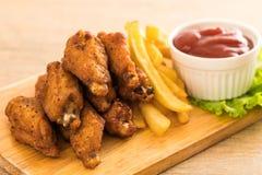 Ali di pollo fritto fotografie stock libere da diritti