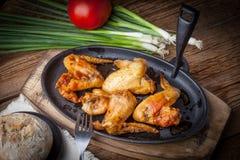 Ali di pollo fritto Fotografie Stock