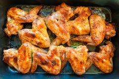 Ali di pollo fritto in griglia fotografia stock