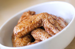 Ali di pollo in marinata Fotografia Stock