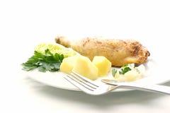 Ali e patate di pollo arrostite Fotografie Stock Libere da Diritti