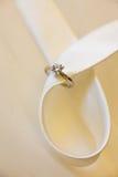Aliança de casamento do diamante Imagem de Stock