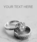 Alianças de casamento ajustadas Fotos de Stock