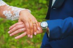 Alianças de casamento em conjunto Imagem de Stock