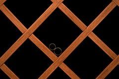 Alianças de casamento em formas quadradas Imagens de Stock