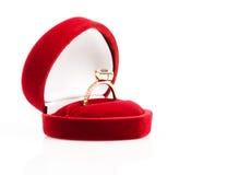 Alianças de casamento em uma caixa de presente Fotografia de Stock