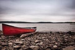 Alianças de casamento na canoa dos E.U. ConstitutionRed Foto de Stock