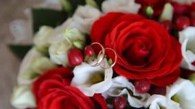 Alianças de casamento nas rosas filme