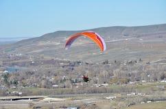 Aliante & Mountian rosso; Colline di cielo del cavallo, Benton City, WA fotografia stock
