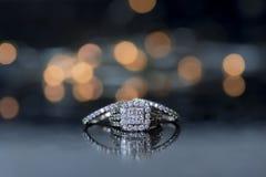 Alianza de boda y anillo de compromiso Imagen de archivo