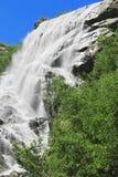 Alibek Wasserfall. Dombay Berge Lizenzfreie Stockfotografie