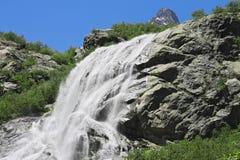 Alibek-Wasserfall. Dombay-Berge. Das Nord-Caucas Stockbilder