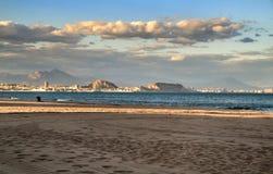 Alicante-Ansichten von Strand Arenales Del Sol stockbild