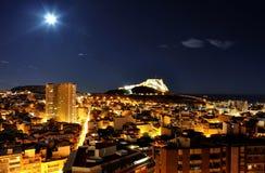 Alicante bij nacht met kasteel Royalty-vrije Stock Afbeelding