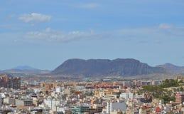 Alicante door Bergen wordt omringd die Royalty-vrije Stock Foto