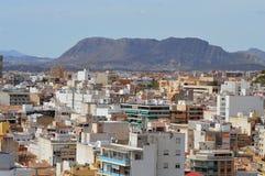 Alicante door Bergen wordt omringd die Royalty-vrije Stock Afbeelding