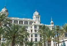 Alicante, Espagne - septembre 2015 : Bâtiments à la 'plaza carrée Puerta Del Mar' Photo libre de droits