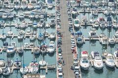 Alicante, Espagne - septembre 2015 : Yachts et bateaux dans la marina photographie stock libre de droits
