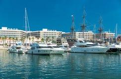 Alicante, Espagne - septembre 2015 : Yachts et bateaux dans la marina Image stock