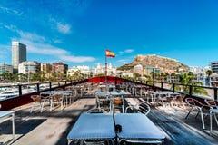 Alicante-Skyline Ansicht vom Café des Schiffs Stockfotografie