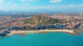 Alicante, Spain Vista a?rea na cidade contra o mar com uma vista da montanha e da fortaleza filme