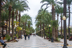 ALICANTE SPANIEN - FEBRUARI 12, 2016: Explanada de España, en berömd promenad av Alicante Arkivfoton