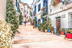 Alicante, Spanje, 14 December, 2017: Mooie straat in de stad van Alicante, Costa Blanca, Spanje Stock Afbeelding