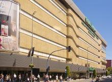 Alicante, Spanje, Mei 2013: Buitenmening van het grote winkelcentrum van Stock Foto's