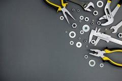 Alicates, chave inglesa com o compasso de calibre ajustável de chave e vernier no cr Fotos de Stock Royalty Free