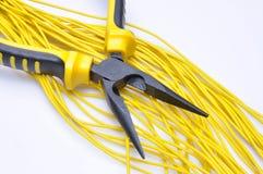 Alicates con los cables eléctricos Fotografía de archivo