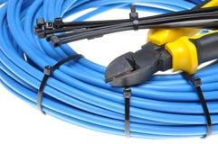 Alicates con los cables eléctricos y las bridas de plástico Imagen de archivo libre de regalías