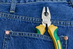 Alicates de tejanos con bolsillos foto de archivo libre de regalías
