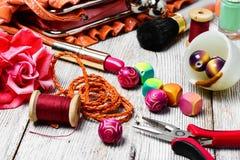 Alicates, gotas, y accesorios para mujer Imágenes de archivo libres de regalías