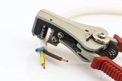 Alicates vermelhos que descascam fios elétricos Imagem de Stock Royalty Free