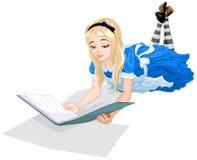 Alice die een boek leest Stock Foto