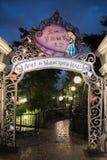 Alice i underlandlabyrint i Shanghai Disneyland, Kina arkivfoto
