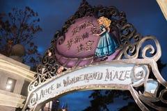 Alice i underlandlabyrint i Shanghai Disneyland, Kina royaltyfri fotografi