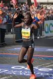 Alice Jepkemboi Kibor KEN, troisièmement dans la course du ` s de femmes du 24 images stock