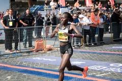 Alice Jepkemboi Kibor KEN, troisièmement dans la course du ` s de femmes du 24 photos libres de droits