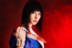 Alice mit einem Messer stockfotografie